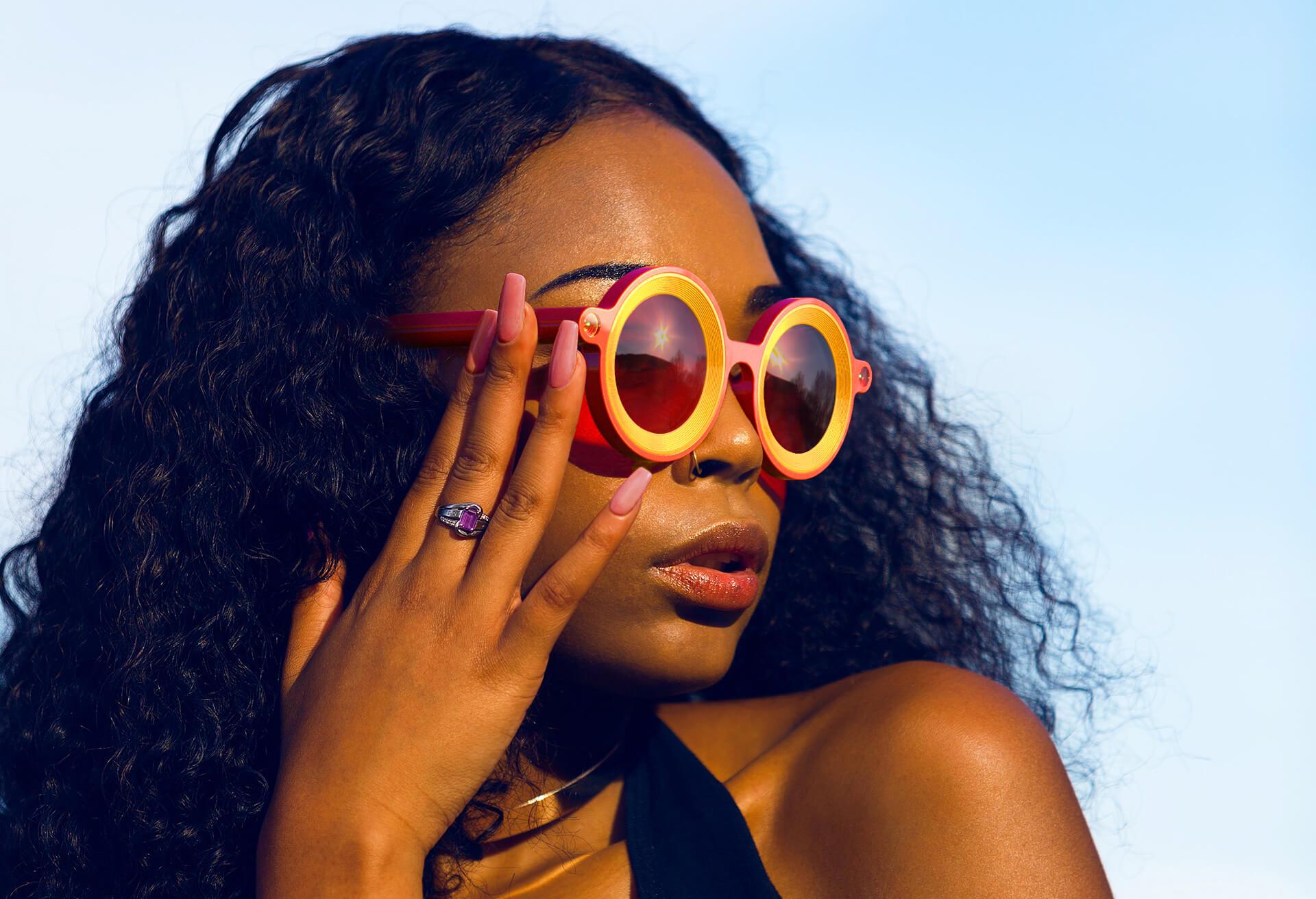 Snapchat-AR-Glasses-FACE-01-Landscape_LR